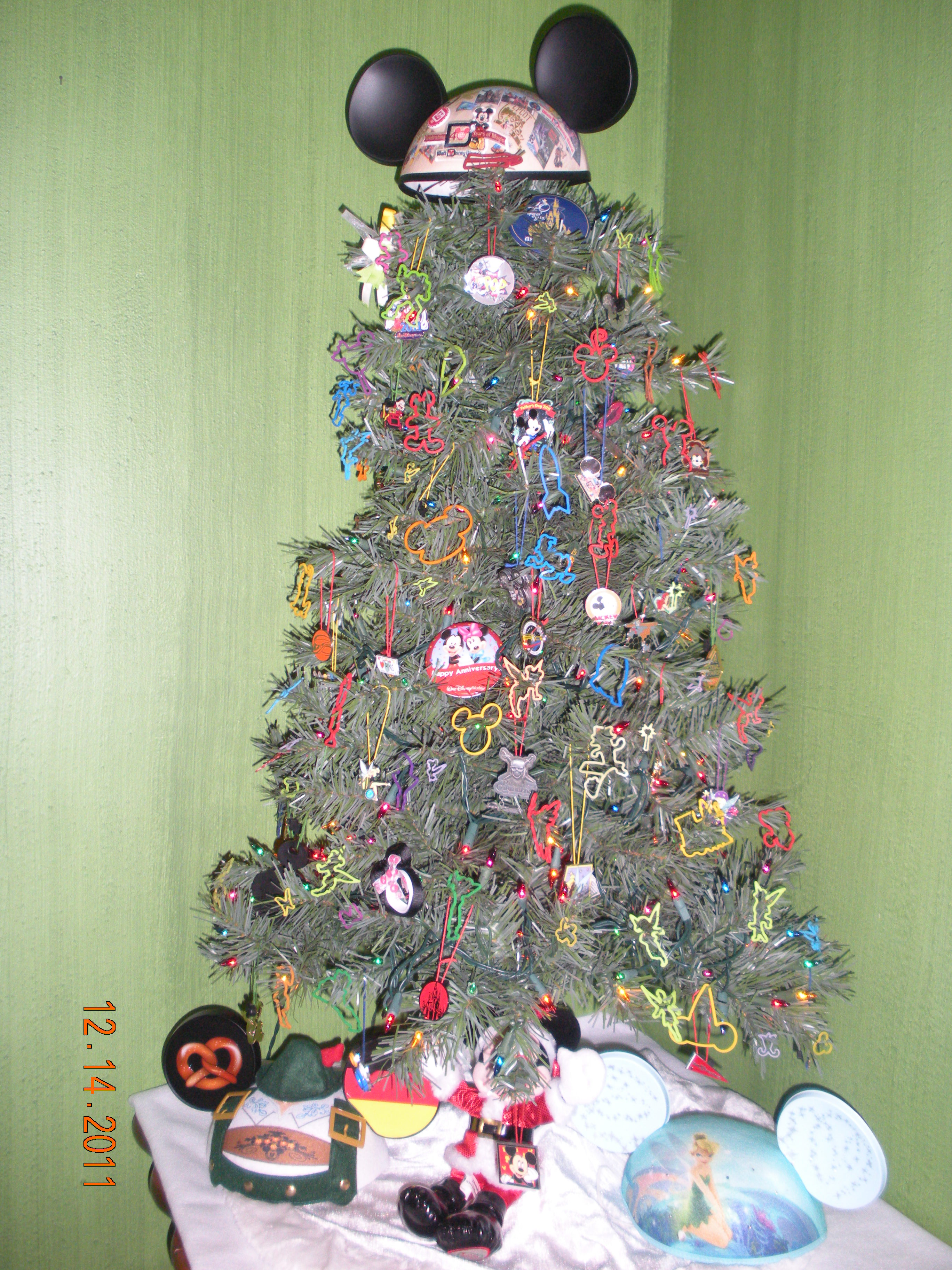 Our christmas tree quot went disney vote now wdw radio